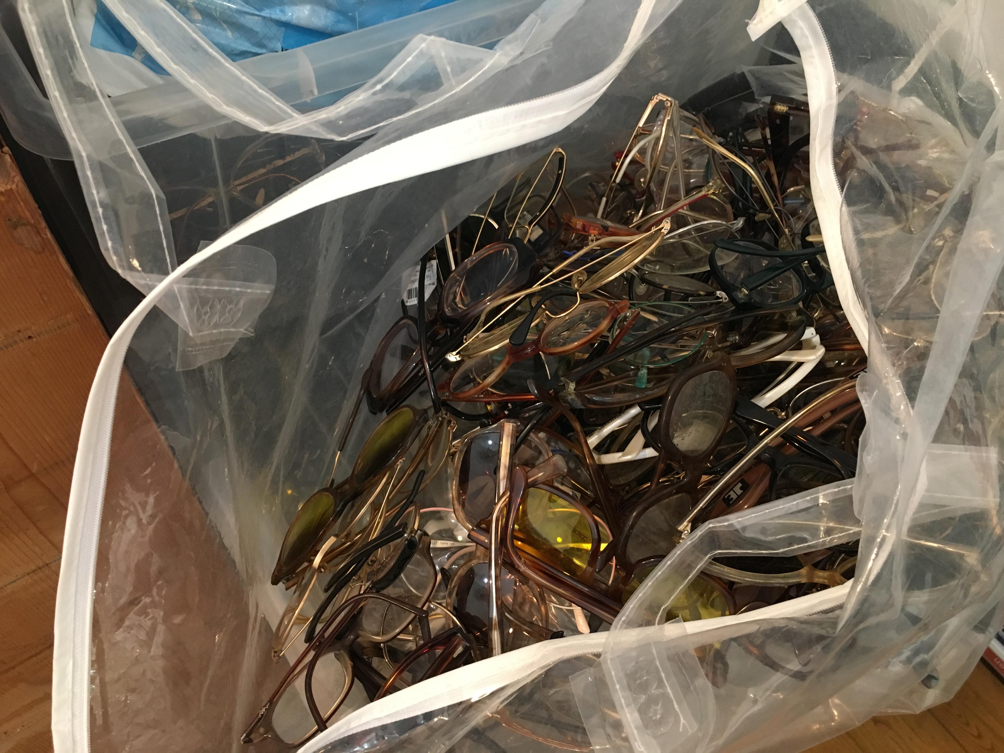 Les lunettes sont stockées et remises en état dans l atelier de Dingue de  Lunettes   5734f7c6ad70