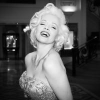 Marylin Monroe devant l'hôtel  Carlton Hotel pendant le 65è festival de Cannes @SIPA