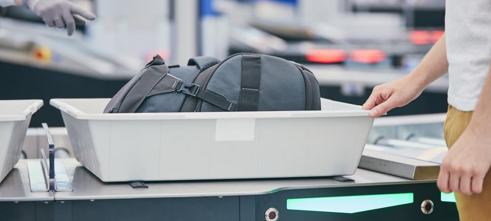 Les plateaux à bagages plus sales que les lunettes des toilettes