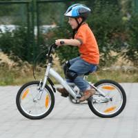 À vélo, le port du casque est désormais obligatoire