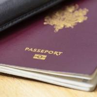 Il saisit la justice pour avoir le droit de sourire sur son passeport