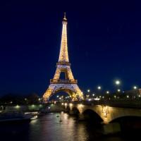 """La tour Eiffel met en vente ses """"Diamants de Lumière"""""""